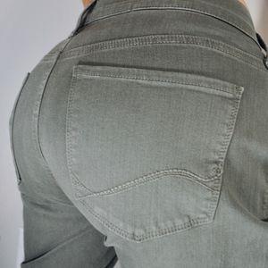 NYDJ Dayla Wide Cuffed capri topiary  Jeans sz 12